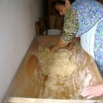 Ζυμωμα Ψωμιού (1)